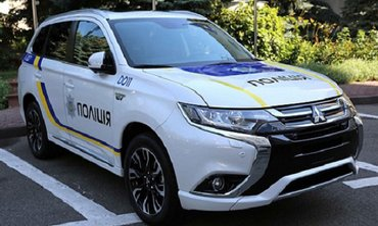 Украинские патрульные взялись за Mitsubishi Outlander после сотни разбитых Приусов - фото 1