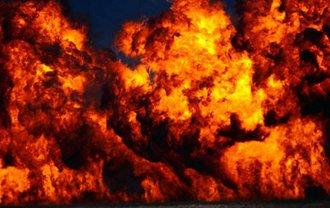 Во время демонтажа резервуаров для нефти начался пожар на площади 50 кв м - фото 1