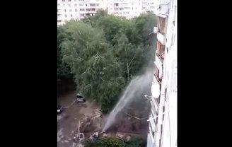 Вода била в окна харьковчанам несколько часов - фото 1