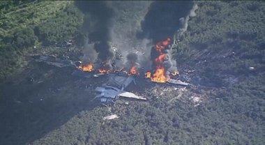 Спасатели проводят поиски выживших и выясняют причины авикатастрофы - фото 1