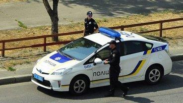 Патрульные остановили авто с пьяным депутатом за рулем - фото 1