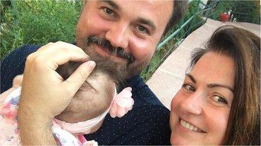 Антон Лирник с женой Мариной и дочкой Марфой - фото 1