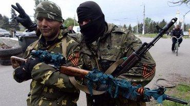 """Россияне заменяют местных """"офицеров"""" на кадровых военных - фото 1"""