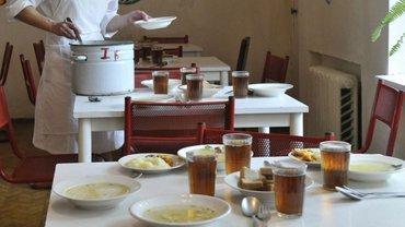 Еда в школьной столовой привела к массовому отравлению - фото 1
