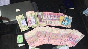 Взятки берут в разной валюте - фото 1