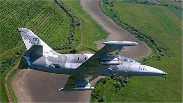 Военный самолет рухнул в 20 километрах от Хмельницкого - фото 1