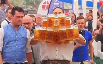 Немецкий официант установил новый рекорд  - фото 1