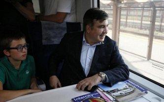 В одном поезде с Саакашвили находятся 11 народных депутатов и его сын - фото 1