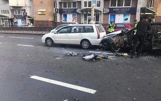 Машину взорвали в центре Киева - фото 1