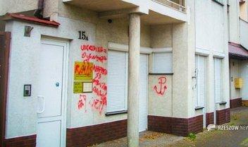 Консульство Украины в Жешуве разрисовали вандалы  - фото 1