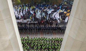 Порошенко потребовал, чтобы акции протеста прошли мирно - фото 1