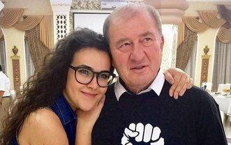 Ильми Умерова с дочерью Айше  - фото 1