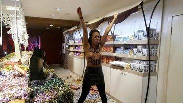 Активистка FEMEN Анжелина Диаш - фото 1
