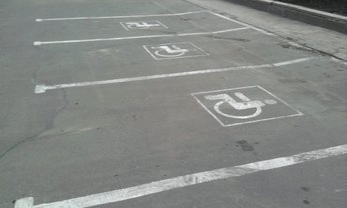 Супермаркет затроллил любителей неправильной парковки - фото 1