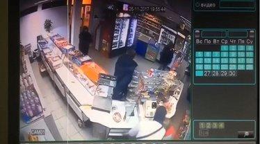 Сын нардепа Попова ограбил магазин - фото 1