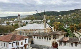 Россияне уничтожают Ханский дворец в Бахчисарае - фото 1