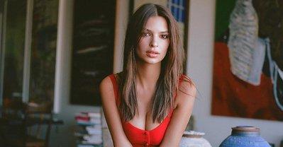Эмили Ратажковски порадовала поклонников развратными фото - фото 1