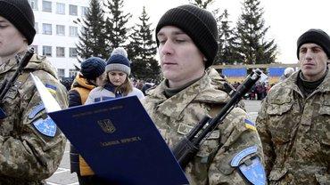 Посетителей клуба Jugendhub призывают в армию - фото 1