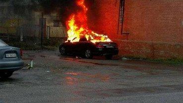 Автомобиль прокурора взорвали возле суда - фото 1