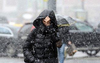 По Украине порывы ветра 15-20 метров - фото 1