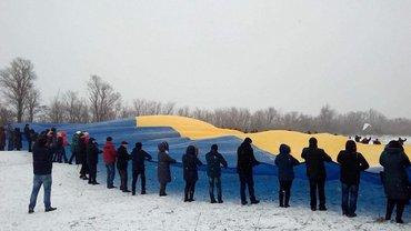 День Соборности: На админгранице с Крымом развернули флаг Украины (фото) - фото 1