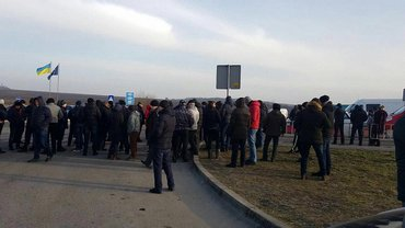 Протестующие заблокировали проезд к двум пунктам пропуска на границе с Польшей - фото 1