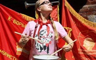 Дочь нардепа Терехова устроила вечеринку в стиле коммунистов - фото 1
