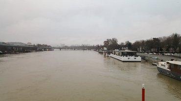 Сена затопила набережную Парижа - фото 1