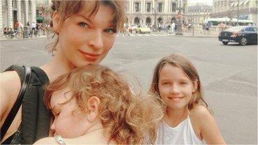 Милла Йовович с детьми - фото 1