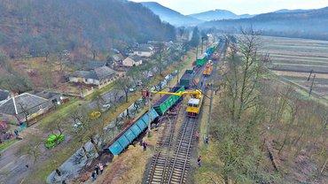 На Закарпатье поезд сошел с рельсов - фото 1