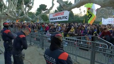 Сторонники Пучдемона устроили беспорядки в Барселоне - фото 1