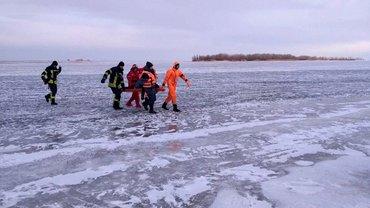 В Черкассах спасатели вытащили тело подростка из-под льда - фото 1