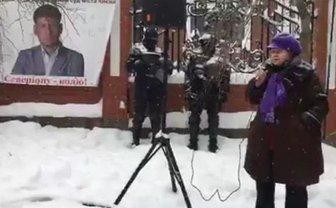 Под домом Луценко требовали освободить организатора акций протеста против действующей власти - фото 1