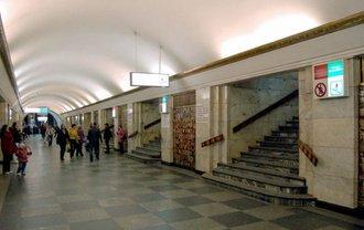 Пассажиры сообщили о закрытии красной ветки метро - фото 1