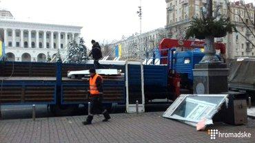 "На ""Майдане"" демонтируют МАФы - фото 1"