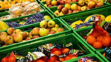 Больше всего подорожали овощи и фрукты - фото 1