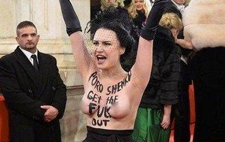 Femen устроили скандал на Венском балу - фото 1
