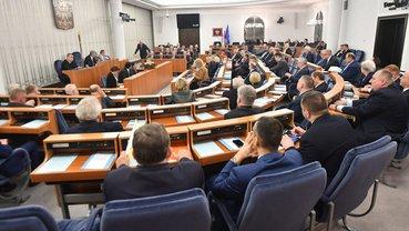 Сенат Польши принял скандальный закон - фото 1