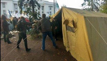 В палаточный городок пытались попасть вооруженные люди - фото 1