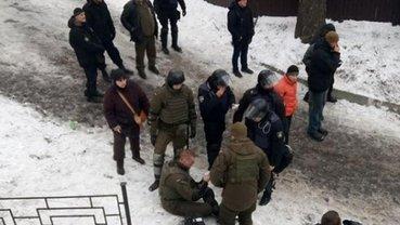 Офицер нацгвардии получил ранение в ходе стычек с Нацдружинами - фото 1