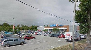 Во Франции в супермаркете захватили заложников - фото 1