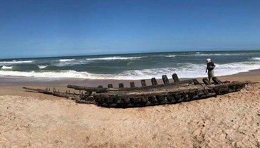 Во Флориде на берег вынесло обломки корабля 18 века - фото 1