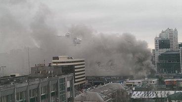 """Пожар на """"Левобережке"""" виден издалека - фото 1"""