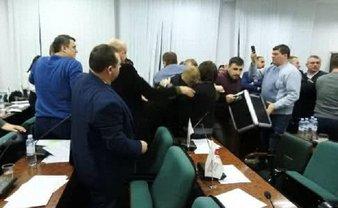 Драка Луцкого горсовета в ночь на 1 марта - фото 1