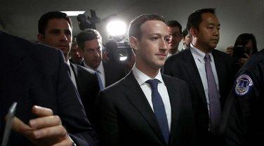 Марк Цукерберг на слушаниях в Сенате США 10 апрел - фото 1