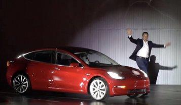 Илон Макс работает над обновлениями электромобиля Tesla Model 3  - фото 1
