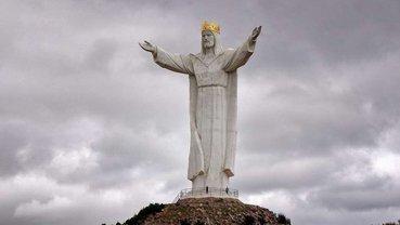 Статуя Иисуса Христа достигает 33 метров, а его корона - еще 3 м - фото 1