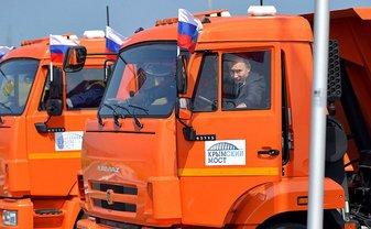 Оккупанты запустили автомобили по Керченскому мосту 16 мая  - фото 1