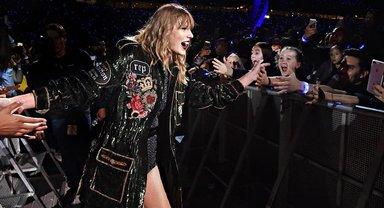 Тейлор Свифт пригасила Селену Гомес выступить вместе на концерте - фото 1