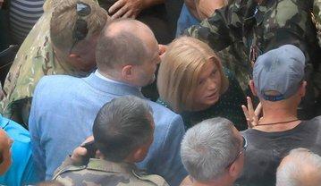Геращенко и Береза вышли к митингующим под Радой - фото 1